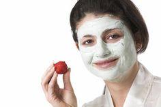 Eine natürliche Gesichtsmaske für empfindliche Haut mit Erdbeeren zubereiten