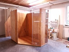 Work in progress.... Infrarotkabine aus Eiche  Aus Eichenholz entsteht hier eine wunderbare Liegekabine.  By Gurtner Wellness GmbH