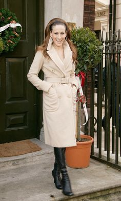 The 40 Chicest Women in Trench Coats of All Time: Sarah Jessica Parker, 2005