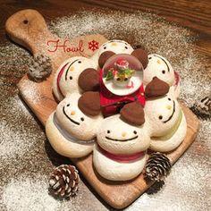 お菓子なスノーマン♡ちぎりパン Japanese Bread, Japanese Food Art, Kawaii Cooking, Bread Shaping, Cute Baking, Kawaii Dessert, Sweet Buns, Xmas Food, Cute Desserts
