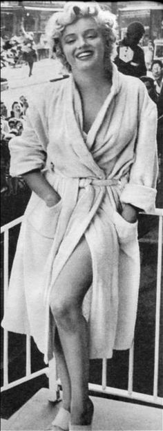 """Marilyn Monroe On The Set Of  """"THE SEVEN YEAR ITCH."""" 1955."""