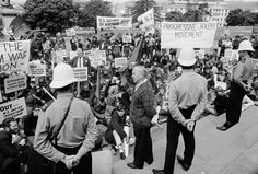 Anti-Vietnam War protest at Parliament | NZHistory, New Zealand history online