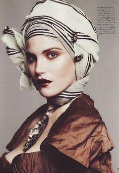 Note to self:  learn how to wear a headscarf aka turban, asap!  LOVE #fashion
