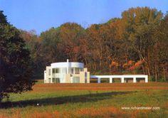 Grotta residence from Richard Meier in New Jersey - La residencia se ubica entre un bosque y el amplio parque abierto de la propiedad de 2,8 hectáreas.
