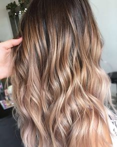 Sunkissed blonde hair Lived in colour Blonde brunette golden tones Balayage face framing blonde Textured curls Peachy tones
