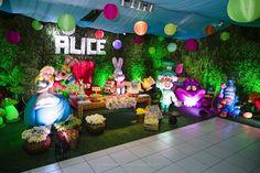 Blog Encontrando Ideias Alice In Wonderland Tea Party Birthday, Cheshire Cat Alice In Wonderland, Alice In Wonderland Birthday, Tea Party Theme, Birthday Party Decorations, Party Themes, Birthday Parties, Party Ideas, Wonderland Events