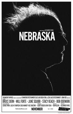 8. Nebraska, 8. NEBRASKA  No hay escuela como la vieja escuela. La referencia a los pósters clásicos de los 70 no es casual, sino absolutamente premeditada: supone un recuerdo a la época de gloria de Bruce Dern, además de una declaración de intenciones sobre la propia 'Nebraska' (una obra fuera de su tiempo). Se necesita mucho valor para salir ahí fuera con sombras y una silueta, pero el resultado es abrumador.