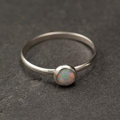 Anillo de Opal  plata Opal Ring  Simple moderno Opal por Artulia, $38.00