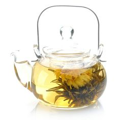 is the most popular among scented tea,made from jasmine flowers.The most well-known jasmine flower tea is produced in Fujian Province. Jasmine Tea, Flower Tea, Fresh Flowers, Tea Pots, Craft, Tableware, Popular, Dinnerware, Creative Crafts