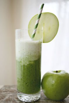 1 lime, coconut milk, 1 granny smith apple, baby spinach, yogurt, ice cubes. Optional: mint leaves.