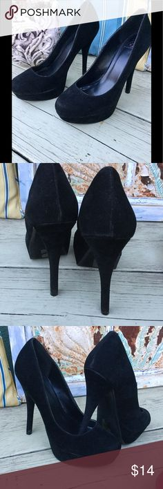 Black Pumps size 8.5 Cute Pumps 👠 heel measures size 5.5 inches Prelove good conditions only flaw  it has 1 small scraps in each heel Shoes Platforms