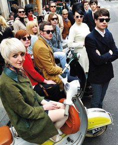 There's no shortage of books on the market with a direct of indirect link to the world of mod. Here's five mod Sixties Fashion, Mod Fashion, Fashion Mode, Vintage Fashion, Twiggy, Dr. Martens, Pierre Cardin, Pretty Things, Mod Scooter