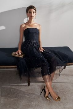 The complete Ralph Lauren Resort 2019 fashion show now on Vogue Runway.