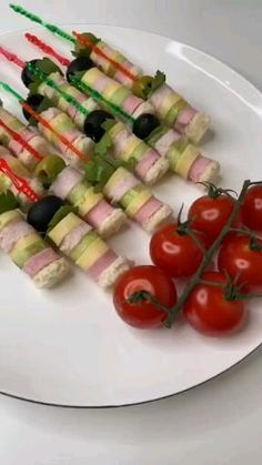 Appetizer Recipes, Appetizers, Food On Sticks, Food Flatlay, Food Art For Kids, Mini Sandwiches, Snacks Für Party, Food Packaging, Creative Food