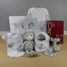 A great neutral baby gift. This is the perfect corporate baby gift, with its safari design baby clothing, knitted toys and blanket the Big Safari baby gift hamper is sure to make an impression. #corporatebabygift #neutralbabygift