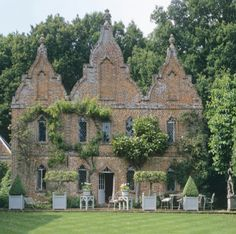 Nicky Haslam's country hunting lodge - formerly owned by John Fowler - on property once a the hunting grounds of Henry VII. I have loved this house since I read a biography on Colfax & Fowler.