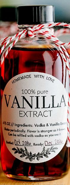 Learn how to make vanilla extract with 2 ingredients! Homemade vanilla extract will be your secret ingredient for baking. The best vanilla extract recipe! Vanilla Extract Recipe, Vanilla Flavoring, Homemade Christmas Gifts, Homemade Gifts, Christmas Recipes, Holiday Gifts, Christmas Ideas, Xmas, Homemade Spices