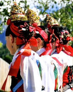 Up in the Dolomites in the Val Gardena, the first Sunday of August is the time to watch the parades of locals in their traditional folk c. Beautiful Moments, Beautiful People, Bridal Crown, Folk Costume, Costumes For Women, Headdress, Traditional Outfits, First World, Italy