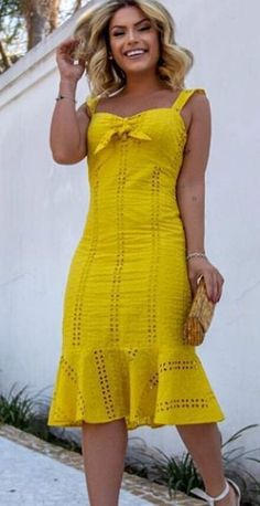 Simple Dresses, Casual Dresses, Latest African Fashion Dresses, Mode Chic, Ball Gown Dresses, Yellow Dress, Corsage, Classy Outfits, Casual Looks