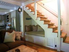 Мягкий диван в пространстве под лестницей