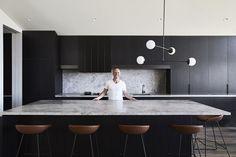 Ben Robertson & The Ceres Gable House - Tecture Feature Interview / TLP - The Local Project Modern Home Interior Design, Modern Kitchen Design, Kitchen Interior, New Kitchen, Kitchen Dining, Kitchen Decor, Casa Kardashian, Küchen Design, House Design