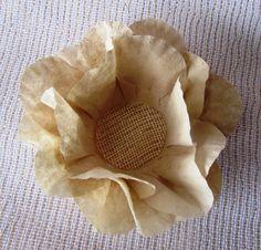 Confeccionada em filtro de café tingido, com base em tela esócia, esta forminha garante sucesso na sua mesa de doces.