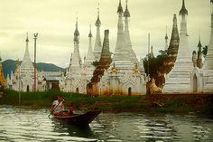 Pagodas de Ywama, Lago Inle -   Ywama Payas, Inle Lake (August 2003)    #Myanmar #Burma #Tour