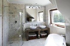 Porady - Beżowe łazienki – 12 wnętrz z polskich domów    Łazienka.pl Double Vanity, Life Hacks, Bathtub, Bathroom, Furniture, Design, Homes, Flats, Google