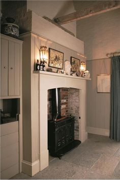 Farrow and Ball paint - Kitchen with panelling in Cornforth White Estate Eggshell, units in Pavilion Gray and stonework in Strong White Estate Emulsion. Farrow and Ball paint - Kitchen with panelling in Cornforth White Estate Eggs Farrow And Ball Kitchen, Farrow And Ball Paint, Farrow Ball, Modern Country Style, Country Style Homes, Country Decor, Pavilion Grey, Pavilion Design, Pavilion Architecture