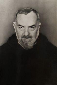 """""""Deve-se pensar nos pecados cometidos somente o necessário para humilhar-se diante de Deus."""" (Padre Pio de Pietrelcina)"""