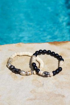 Conjunto blanco y negro brazaletes tribales por HappyGoLuckyJewels