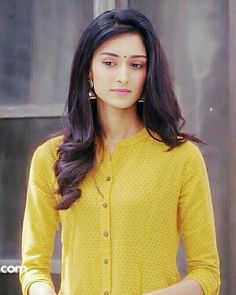 Erica Fernandes, Frock Dress, Indian Tv Actress, Ethnic Looks, Queen Fashion, Indian Designer Outfits, Girl Poses, India Beauty, Bollywood Actress