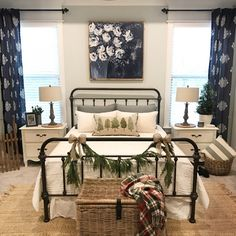 Any bedroom can use some decorations. Here is some master bedroom decor ideas to help you make your living space more cheerful and stylish. Master Bedroom Interior, Dream Bedroom, Farmhouse Bedroom Decor, Home Decor Bedroom, Bedroom Stuff, Bedroom Ideas, Ideas Prácticas, Decor Ideas, Beautiful Bedrooms