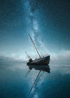 Astrophotography reveals the wonders outer space. Learn the best lens for astrophotography and the best camera for astrophotography. Starry Night Sky, Night Skies, Ocean Night, Pretty Pictures, Cool Photos, Landscape Photography, Nature Photography, Night Photography, Photography Photos