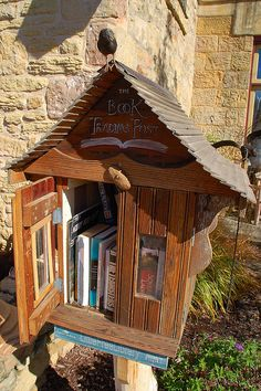 Little Free Library on Commerce St., Mineral Point, WI -- Photo by Keith Ewing Mini Library, Little Library, Library Books, Library Ideas, Geocaching, Somerset, Street Library, Lending Library, Community Library