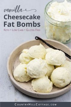 See how to make easy keto cheesecake bites and learn 6 tasty variations of this fat bombs recipe. No bake cheesecake balls are a delicious snack. Keto Dessert Easy, Healthy Dessert Recipes, Keto Snacks, Keto Recipes, Quick Recipes, Keto Foods, Free Recipes, Peanut Butter Fat Bombs, Peanut Butter Recipes