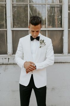 White tux for groom - modern outfit idea - white tux jacket, black pants and black bow tie {Luxe Event Production} wedding groom attire grey Luxe Event Productions - Planning - Portland, OR - WeddingWire Groomsmen Attire Black, Groom Outfit, Groomsmen Fashion, Groomsmen Tuxedos, Suits For Groom, Blue Tuxedos, Groom Fashion, Men's Tuxedo Wedding, Wedding Tuxedos