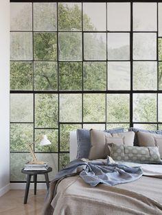 Diese Tapete zeigt eindrucksvoll, was man mit geringem Aufwand aus einer Wand machen kann. Das Motiv zeigt den Blick aus den Fenstern einer alten Textilfabrik. Die Tapete kreiert Tiefe, eine Aussicht und grandiose Perspektive in einem Zimmer ohne natürlichen Ausblick auf einen Garten und bringt Loft-Flair in Ihre 4 Wände.   €39,- / m2 inklusive gratis Lieferung und Tapetenkleister Loft, Windows, Contemporary, Home Decor, Perspective Photography, Wallpapers, Architecture, House, Decoration Home