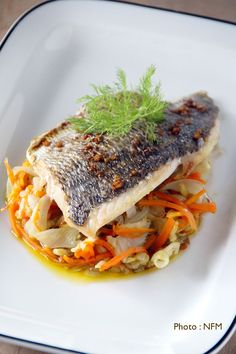 Peel the carrots and fennel, cut into fine julienne and cook with 5 cl . Asian Fish Recipes, Recipes With Fish Sauce, Whole30 Fish Recipes, White Fish Recipes, Easy Fish Recipes, Healthy Recipes, Ethnic Recipes, Pollock Fish Recipes, Walleye Fish Recipes