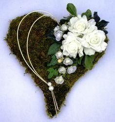 Aranžmány | Dušičkové - smútočné | Machové srdce | Kvetinárstvo ...