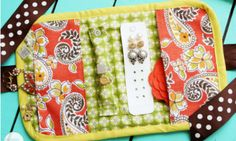 Free sewing pattern for a jewelery roll or travel case.  PDF by Positively Splendid