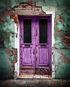 Venetian Door Don't you just love the color of this local classic? You will find this door on the colorful Venetian island of Burano. Click image for larger view. <--- return to Doors page Vintage Doors, Antique Doors, Door Knockers, Door Knobs, Door Pulls, Mode Poster, Purple Door, Blue Doors, Cool Doors