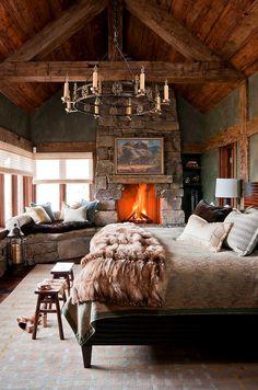 Интерьер дома в деревенском стиле в горах Монтаны