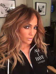 ♥ Pinterest: DEBORAHPRAHA ♥ Jennifer Lopez big volume hair with curls at her Vegas show! I love this makeup look, probably one of my all time favorites from JLO
