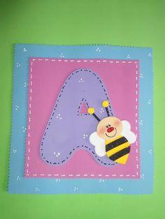 Letra a goma eva + abeja