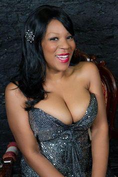 Vanessa Oshun of Bottoms Up Burlesque Chicago