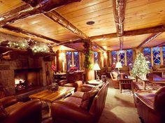 KANU Lounge at Whiteface Lodge in Lake Placid, NY | 14 Mountain Town Bars You Must Drink At This Winter