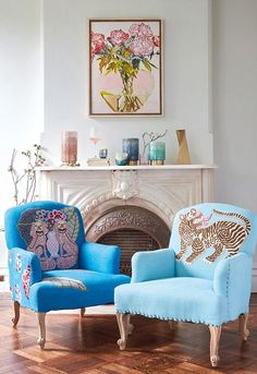 Summer is a great time to make some changes in your home's interior design! #bocadolobo #livingroomdecor #livingroomdesign #livingroomdecorideas #luxuryfurniture #interiordesign #designideas #livingroomideas #modernroom #decor #homedecor #livingroomdecor #interiordesigninspiration #luxuryinteriordesign #interiordesignstyles #inspirationfurniture #decorations #homedecorideas #homedesign #homeinspiration #furniture #furnitureinspiration #furnitureideas #homedecortrends Decoration Inspiration, Interior Design Inspiration, Home Interior Design, Decor Ideas, Interior Decorating, Gouts Et Couleurs, Home Decor Trends, Room Colors, Cozy House