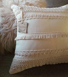"Azul Deco on Instagram: ""▪🅟🅤🅝🅣🅘🅛🅛🅐🅢▪ Una línea muy romantica! Les gusta? Gracias giova por seguir confiando en nosotros! . . 🚚 Envios a todo el pais.…"" Boho Designs, Diy Organization, Fashion Details, Cushions, Room Decor, Throw Pillows, Macrame, Inspiration, Sewing"