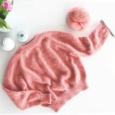 Å være helt i innspurten på mitt første #sjølvsagtstrikk Jeg er blitt utfordret til å vise hva som er på pinnene, men jeg husker ikke av hvem Denne ble fullført i dag#knitting_inspiration#knitting#instaknit#knitstagram#knittersofinstagram#i_loveknitting#knittinglove#knitting_is_love#ingendikkedarersweater#ingendikkedarergenser